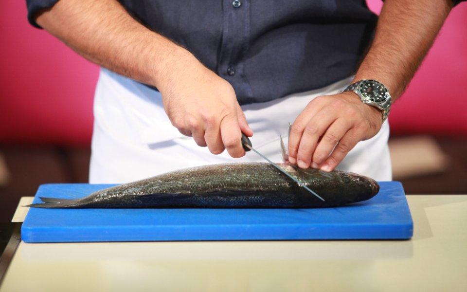 Πώς να φιλετάρουμε ένα στρογγυλό ψάρι
