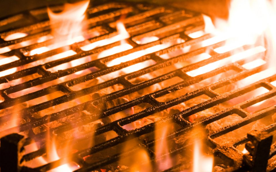 Tips on controlling the flame and temperature when grilling on the barbeque