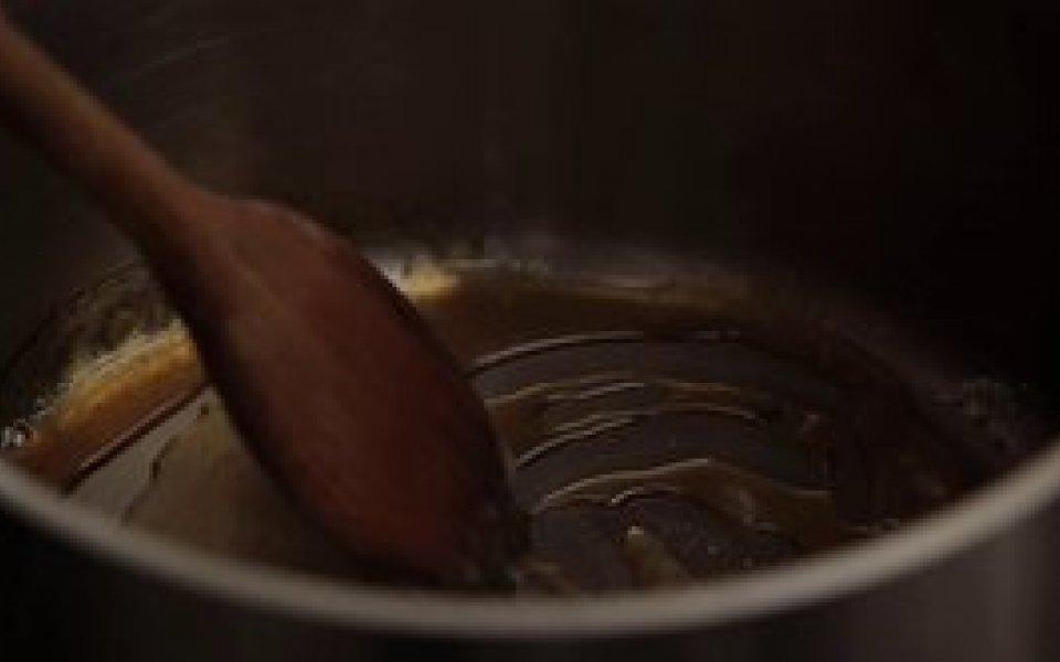 Πώς να φτιάξουμε σάλτσα καραμέλα