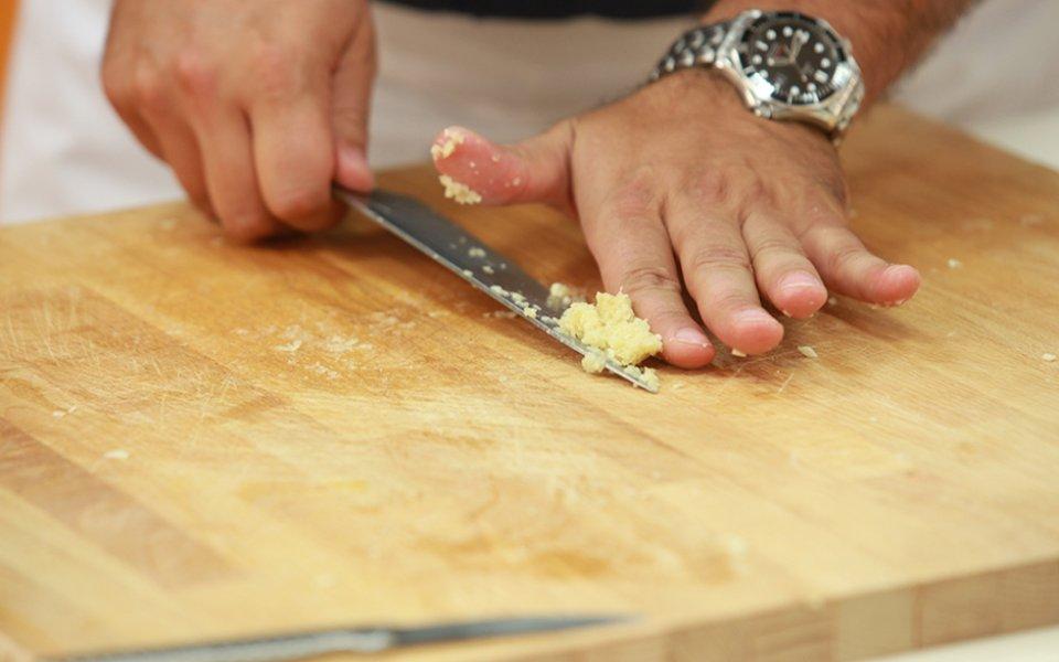 Πώς να κάνουμε το σκόρδο αλοιφή
