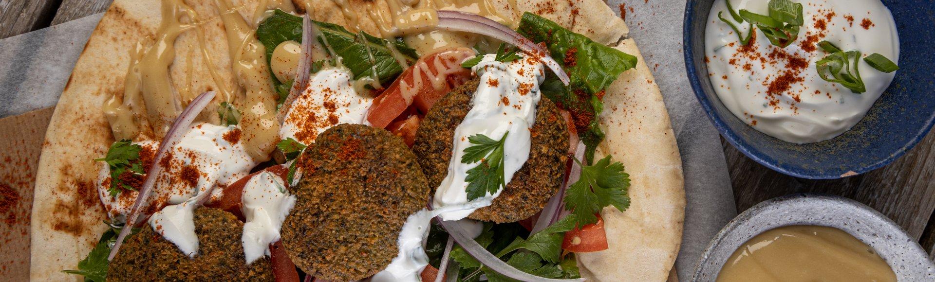 Φαλάφελ τυλιχτό με σάλτσα ταχίνι