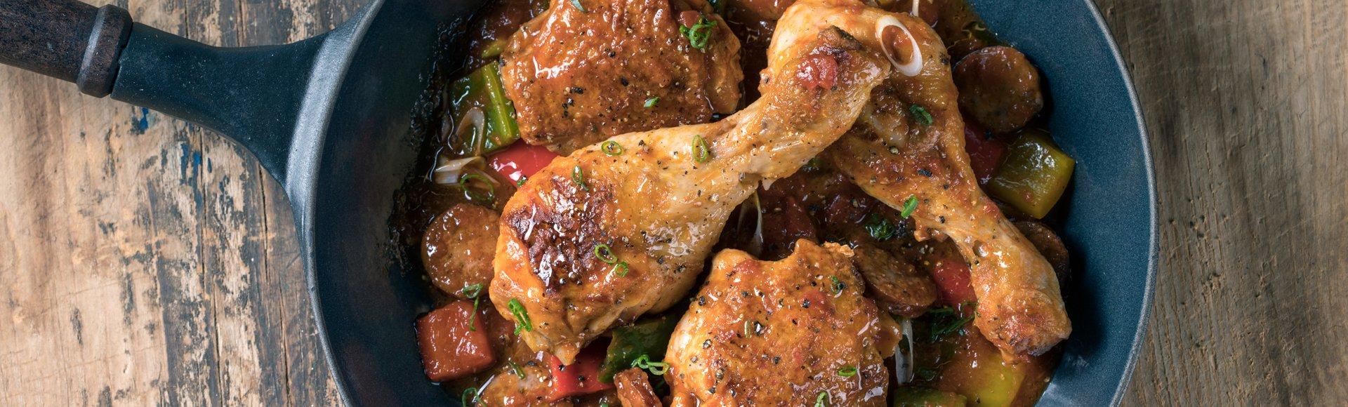 Κοτόπουλο με λουκάνικο & πιπεριές