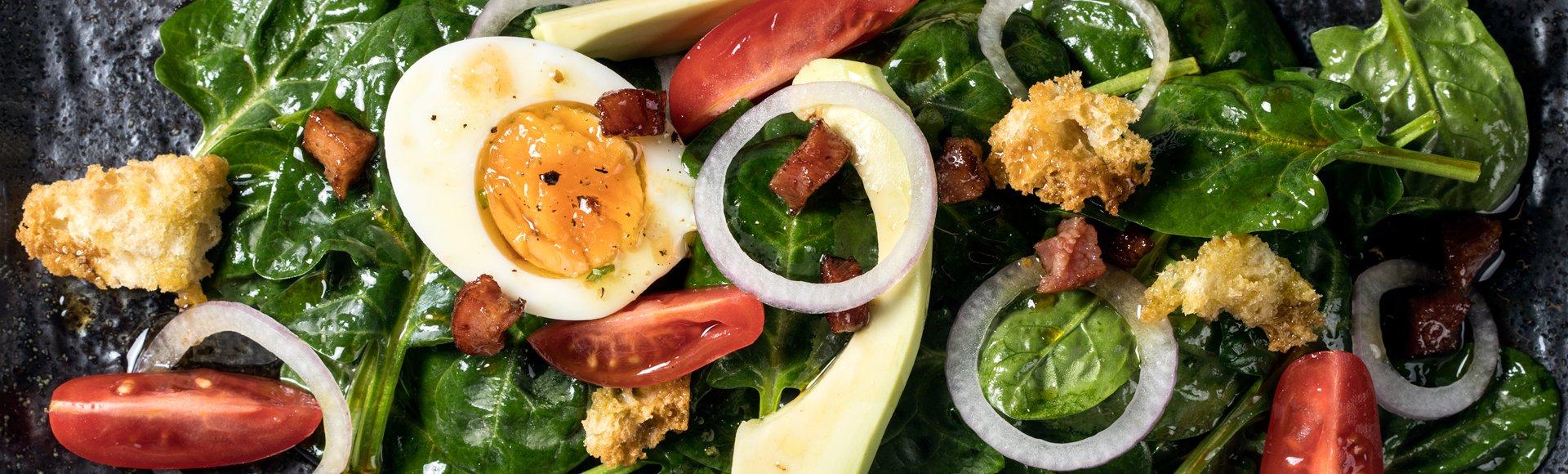 Σαλάτα σπανάκι με μπέικον
