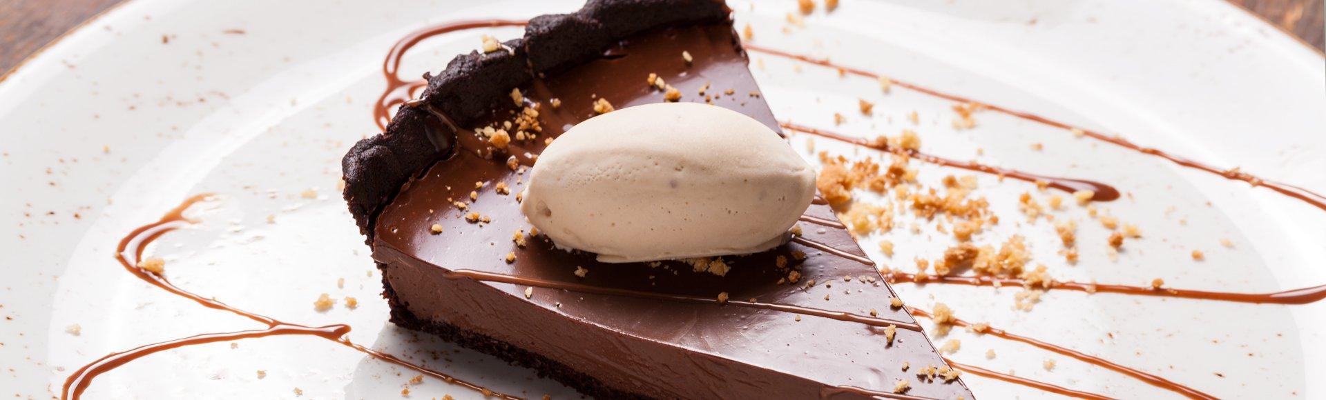 Τάρτα σοκολάτα με παγωτό εσπρέσο