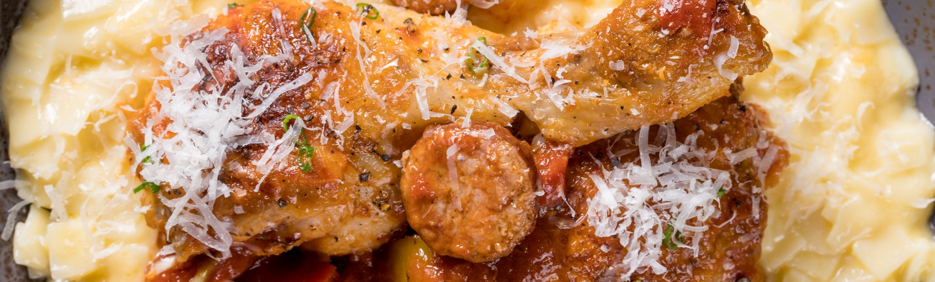 Κοτόπουλο με λουκάνικα & χυλοπίτες