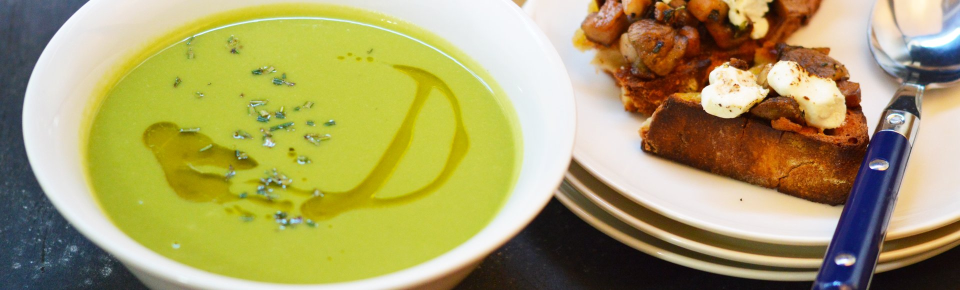 Σούπα από αρακά & μπρουσκέτα με απάκι