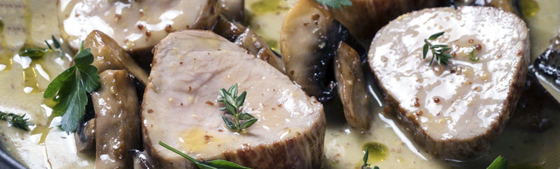 Χοιρινό φιλέτο σοτέ με μουστάρδα, μανιτάρια και ταλιατέλες