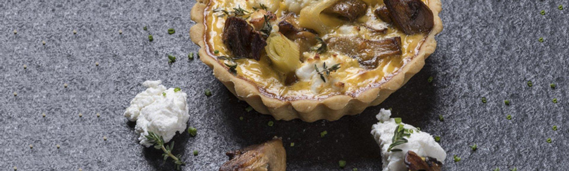 Τάρτα με μανιτάρια σοτέ, κατσικίσιο τυρί και λάδι λευκής τρούφας