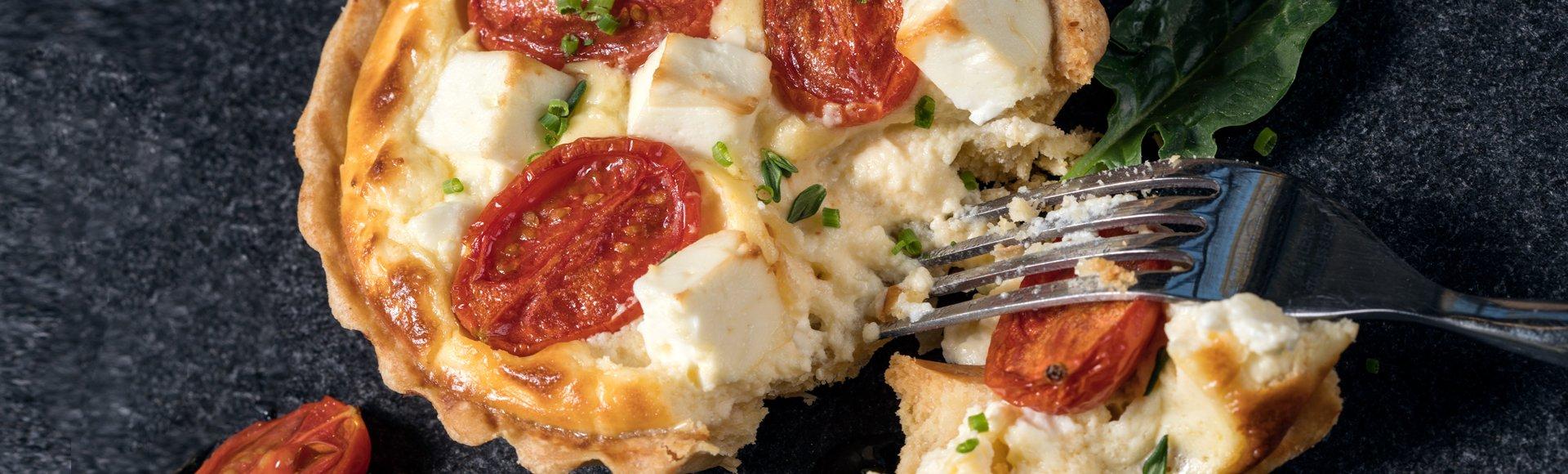 Τάρτα με ψητά ντοματίνια, βασιλικό και κρέμα τυριού