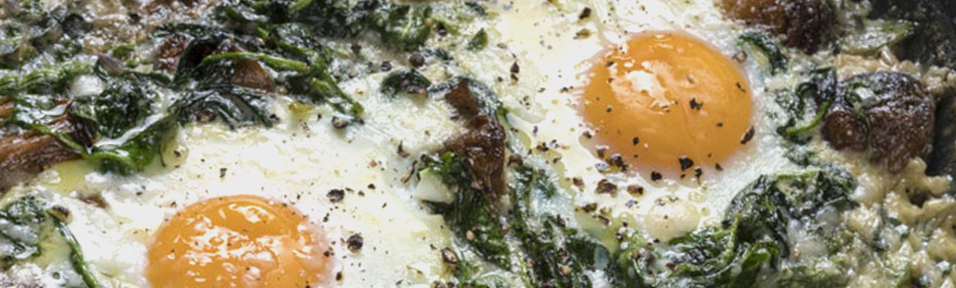 Αβγά με σπανάκι και μανιτάρια στο φούρνο