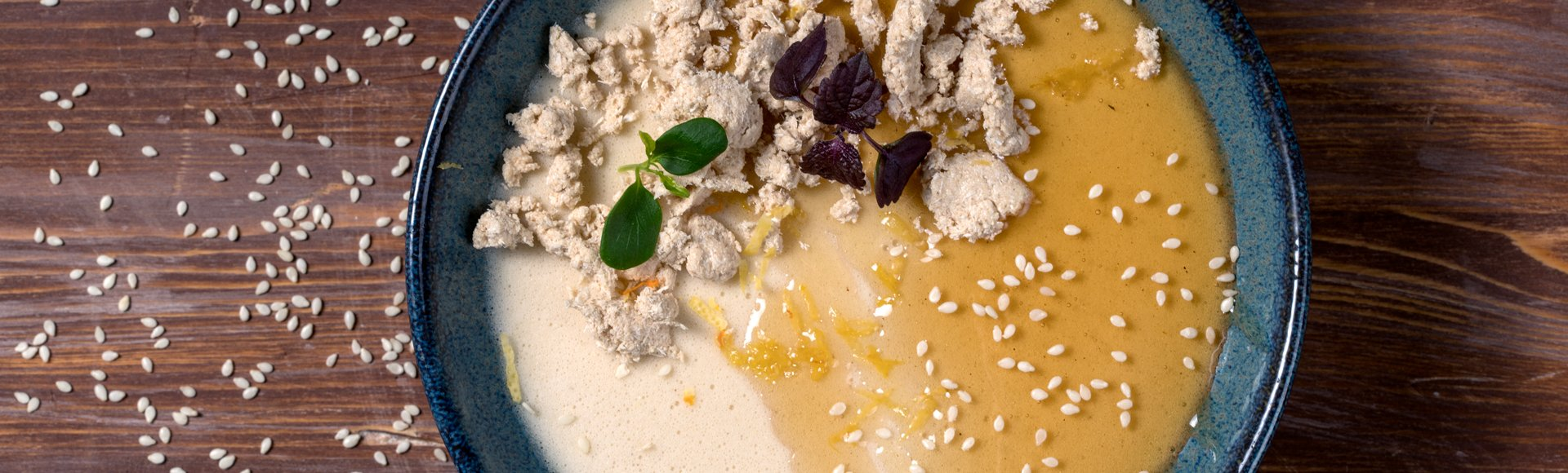 Μους από χαλβά με καβουρδισμένα αμύγδαλα και μέλι