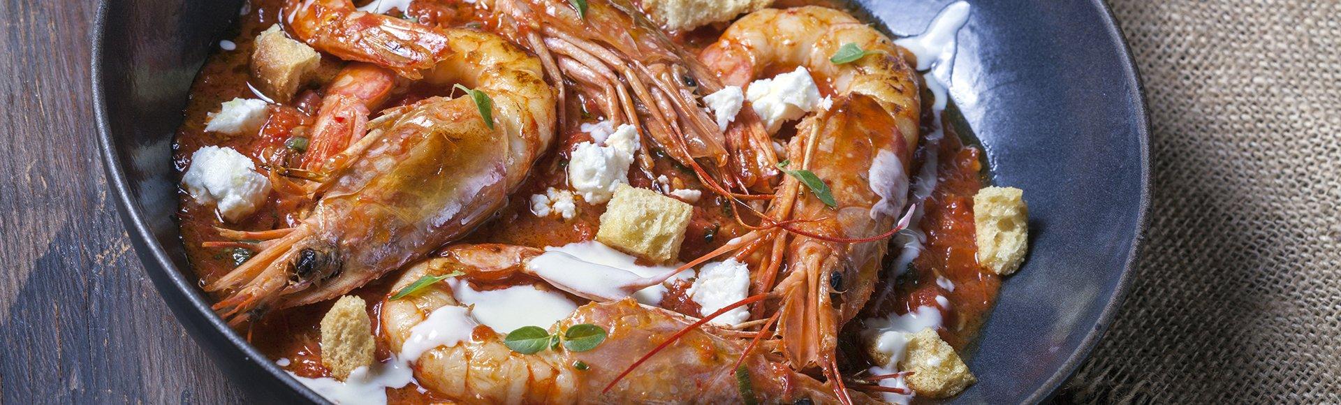Γαρίδες σαγανάκι με φέτα και ούζο