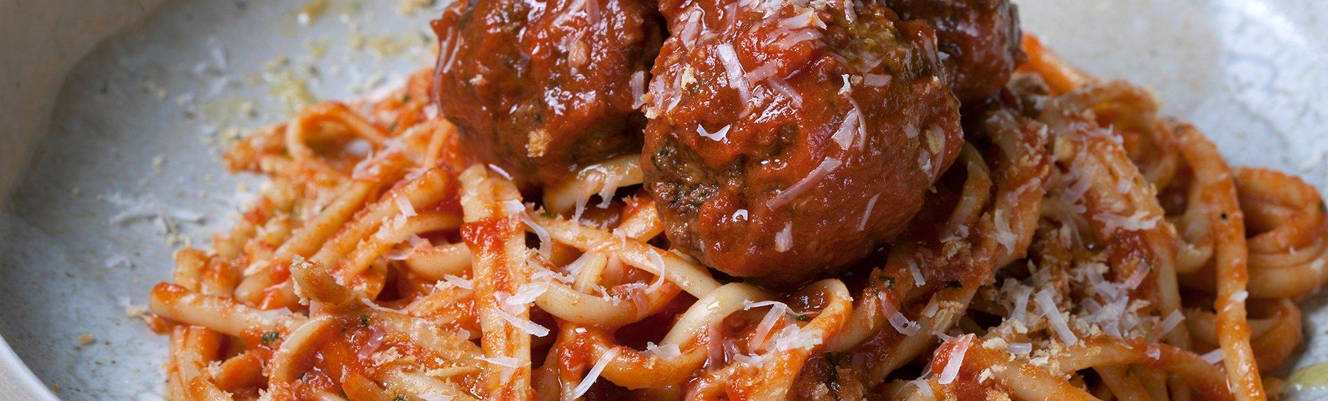 Σπαγγέτι με σάλτσα ντομάτας και κεφτεδάκια