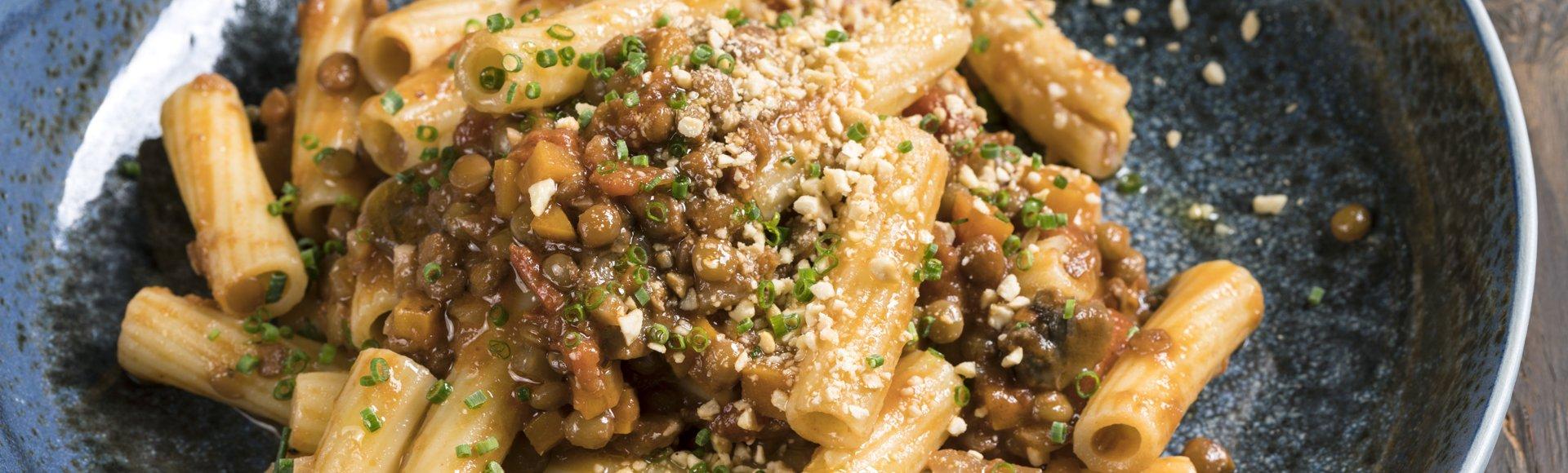 Ριγκατόνι με vegan σάλτσα Bolognese