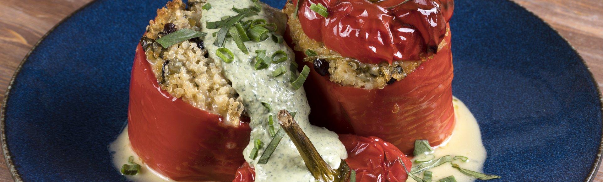 Πιπεριές γεμιστές με quinoa και σταφίδες