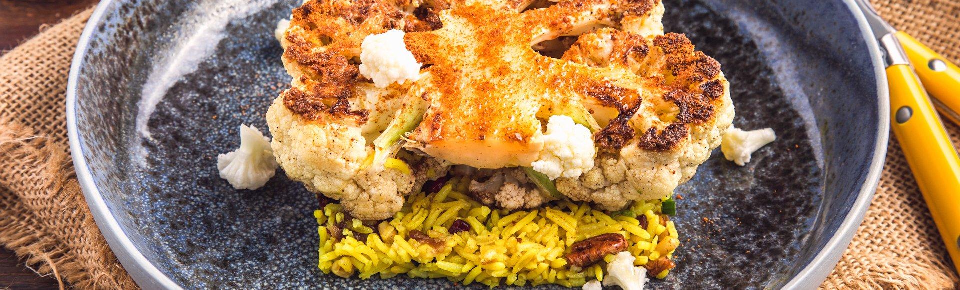 """Steak"" από κουνουπίδι με γιορτινό ρύζι μπασμάτι"