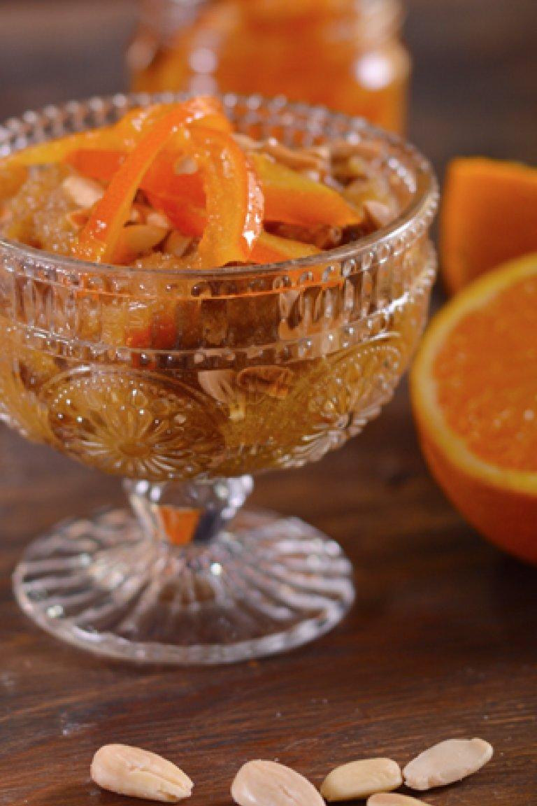 Χαλβάς με πορτοκάλι, σταφίδες και αμύγδαλα