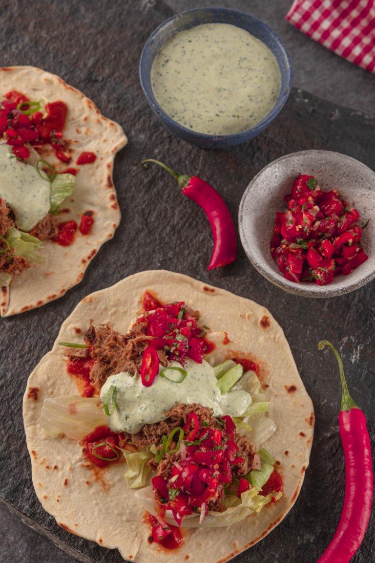 Taco με σιγομαγειρεμένο χοιρινό