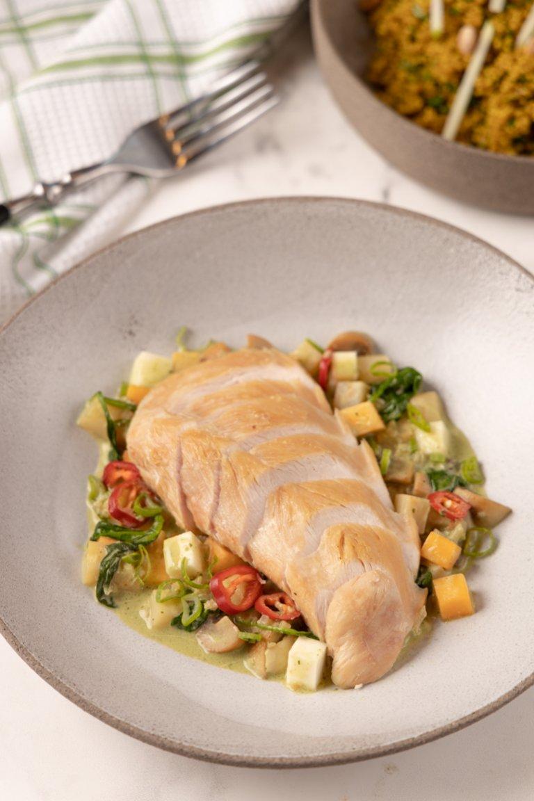 Κοτόπουλο με λαχανικά, αρώματα Ταϋλάνδης και γιαούρτι