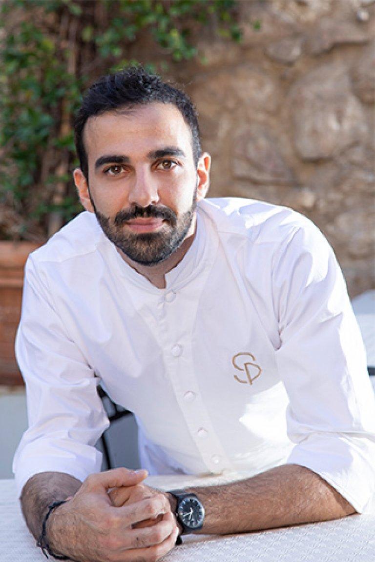 Σπύρος Πεδιαδιτάκης – Ζαχαροπλαστική σε εστιατόριο