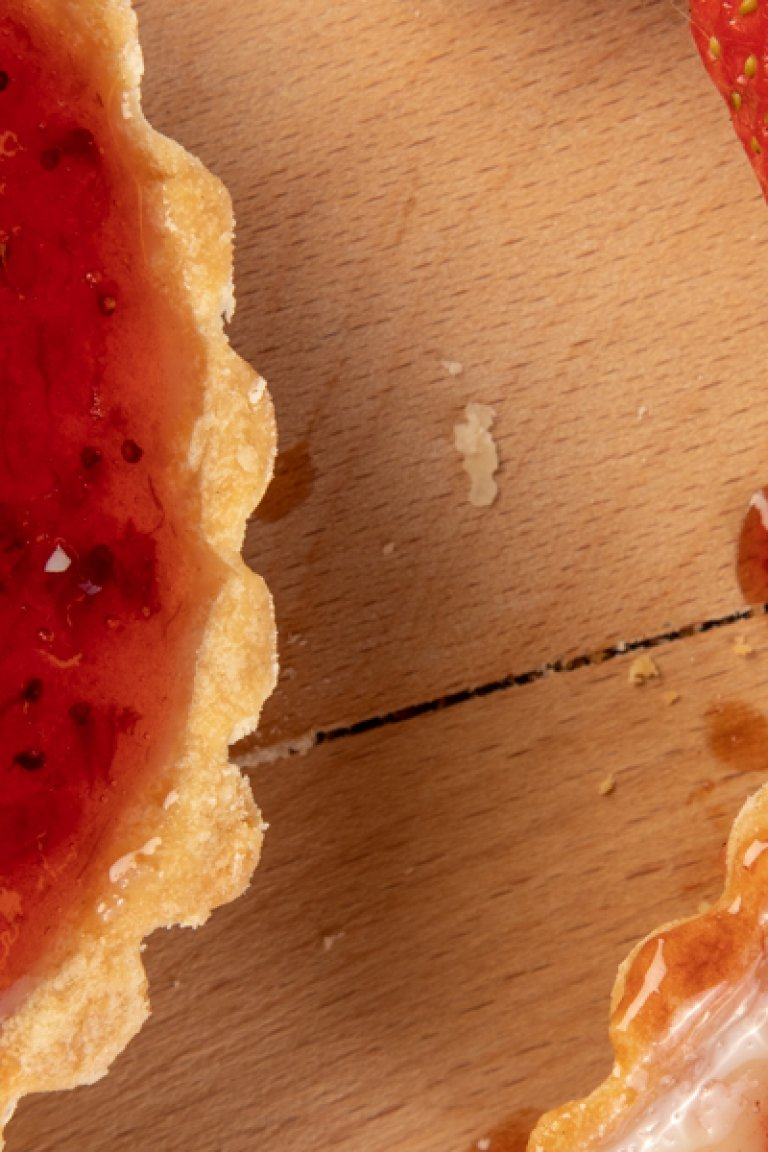 """Τάρτα με γέμιση """"cheesecake"""" & μαρμελάδα φράουλα"""