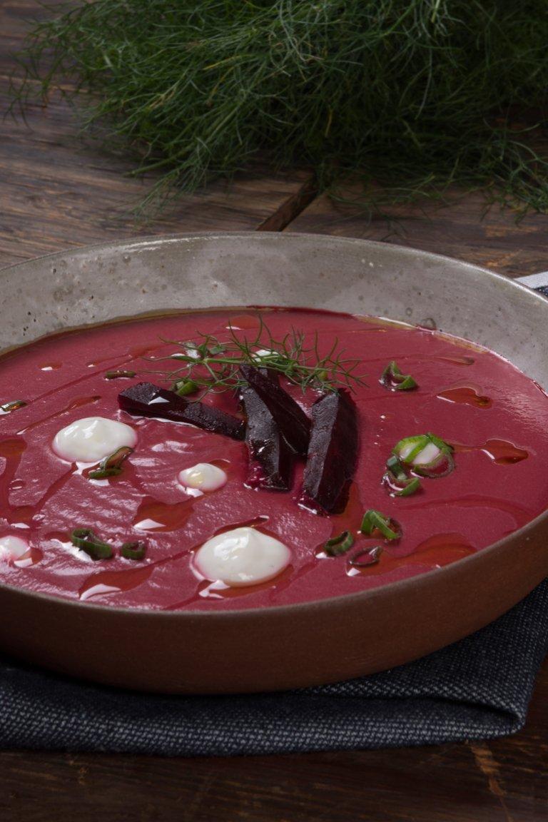 Σούπα με παντζάρι, φινόκιο και τζίντζερ
