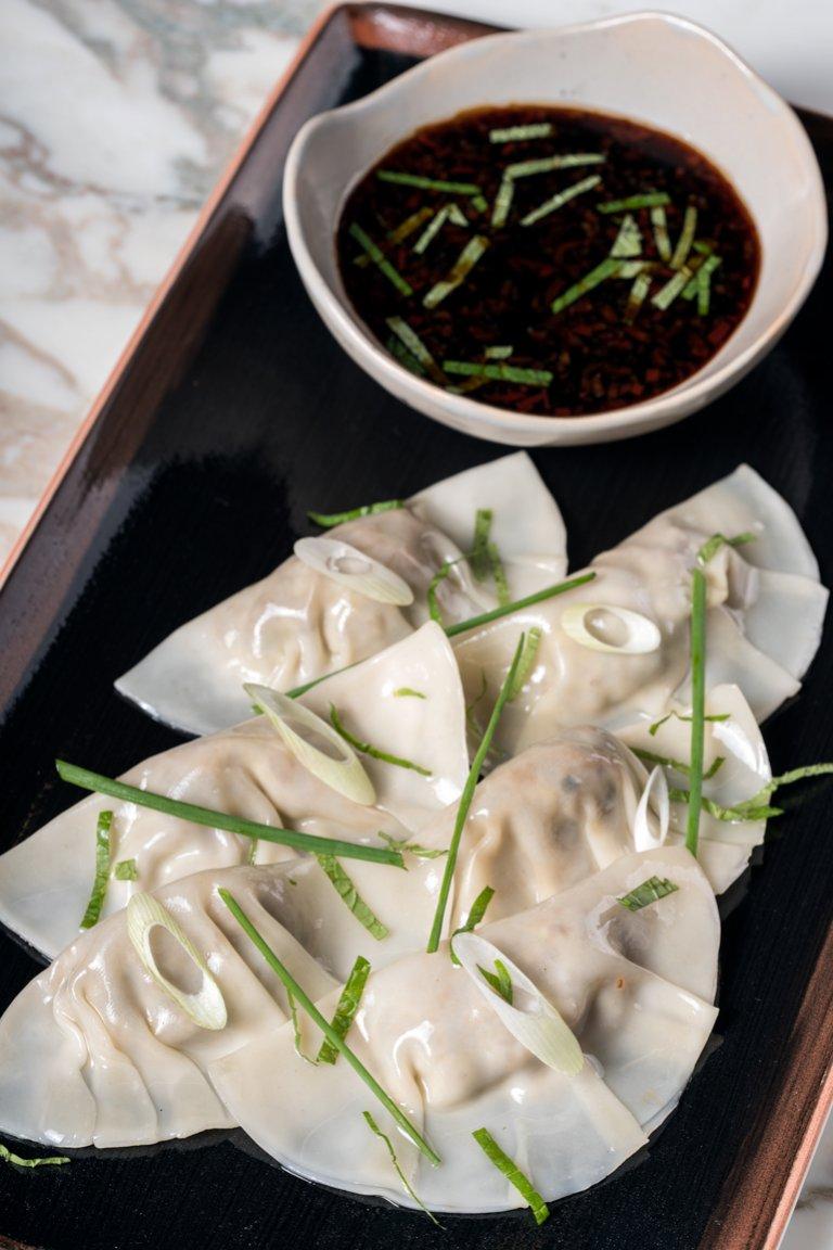 Dumplings με γέμιση από κιμά και σάλτσα με σόγια και τσίλι