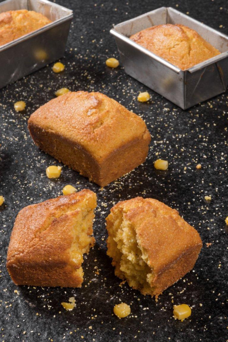 Κέικ καλαμποκιού με καβουρδισμένο βούτυρο