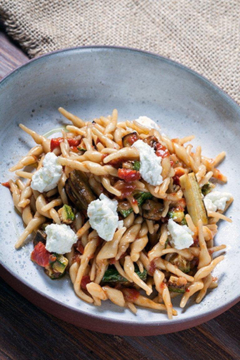 Στριφτάδια με λαχανικά και ξινομυζήθρα