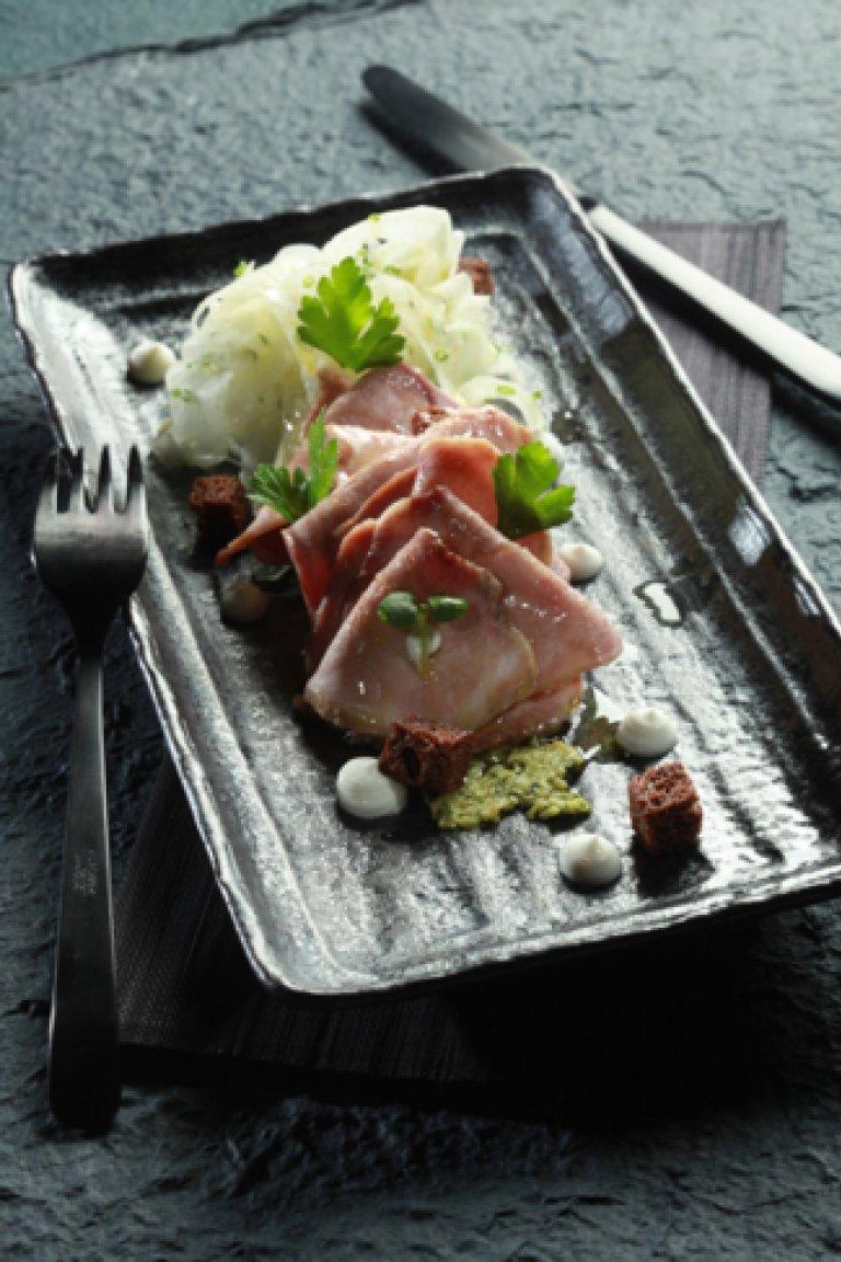 Γλώσσα μοσχαρίσια με φινόκιο και κρέμα μαϊντανού