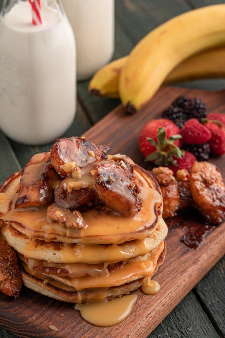Pancakes με καραμελωμένες μπανάνες