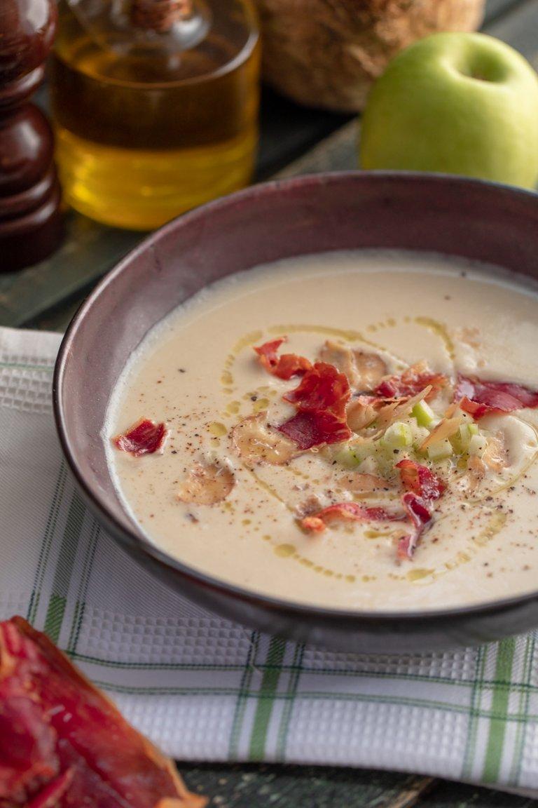Σούπα από σελινόριζα, με κάστανο και πράσινο μήλο