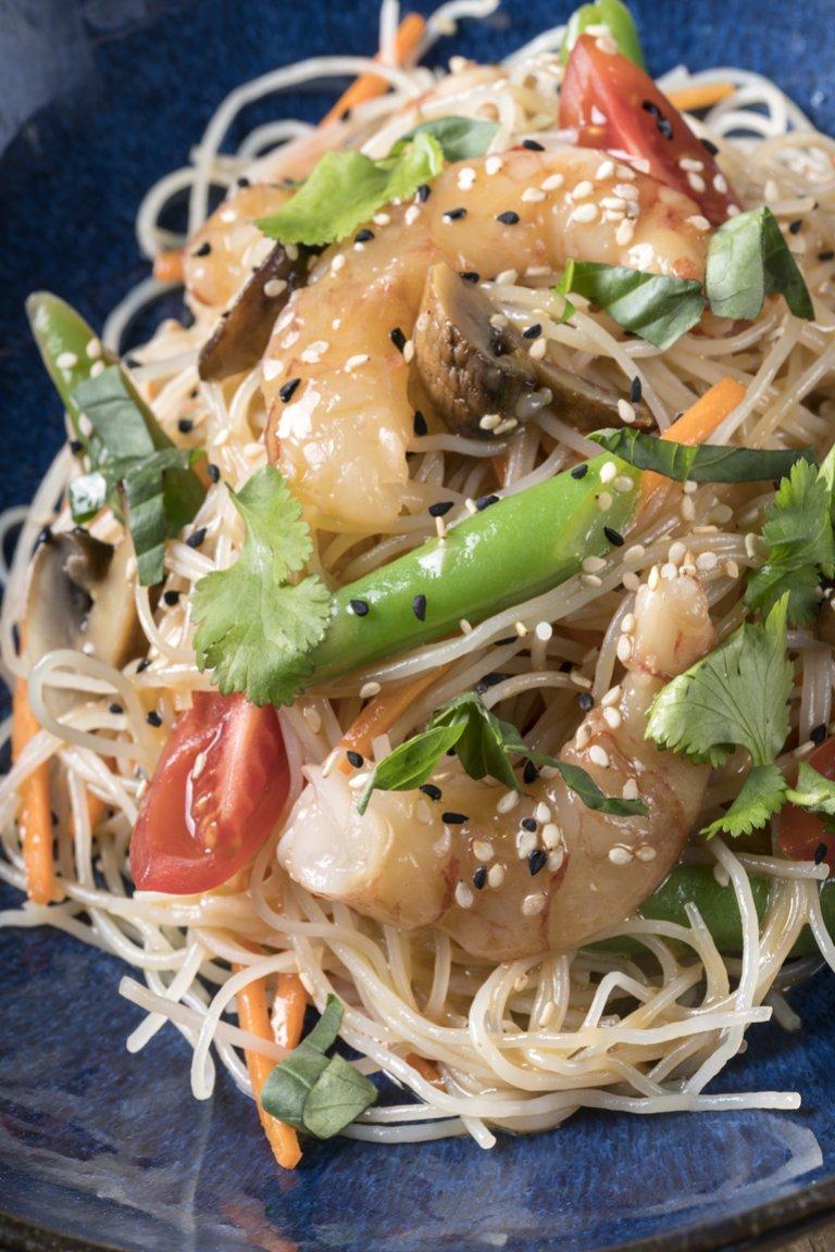 Ασιατική σαλάτα με νουντλς & σόγια