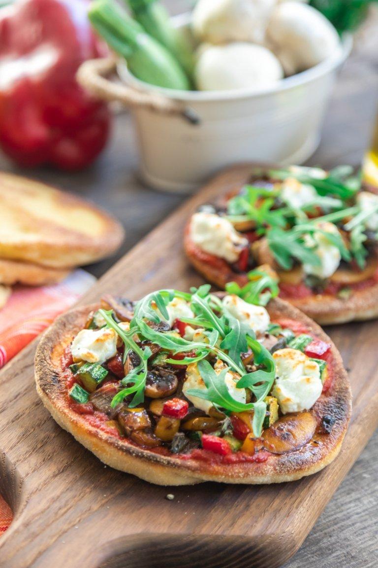 Πίτα-Πίτσα με λαχανικά & κατσικίσιο τυρί