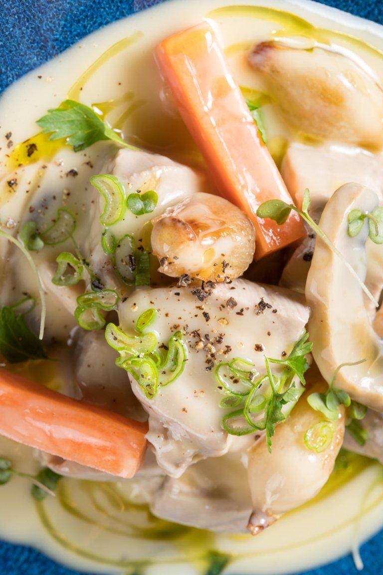 Μοσχάρι γάλακτος με λευκή σάλτσα και μανιτάρια