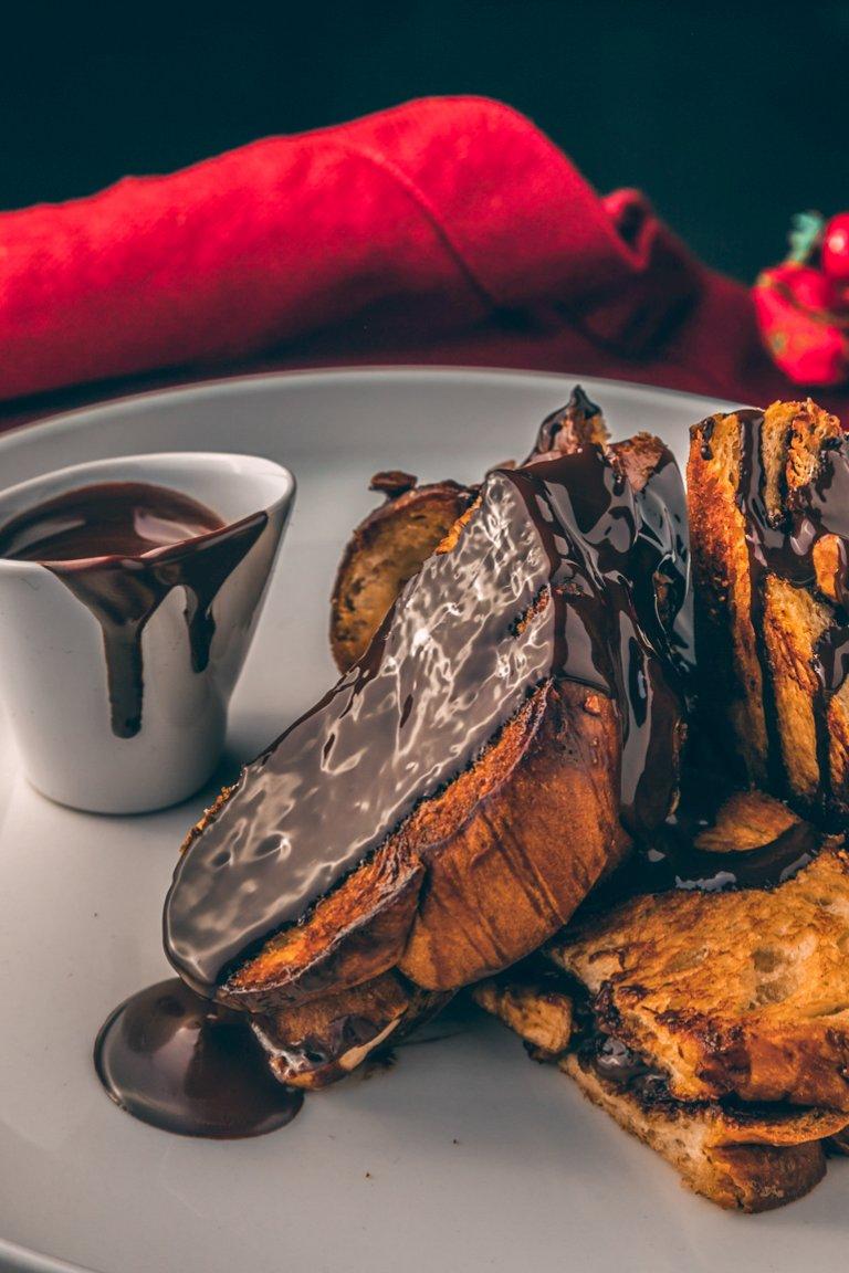 Τσουρέκι «σάντουιτς» με σοκολάτα, μπανάνα και φουντούκια
