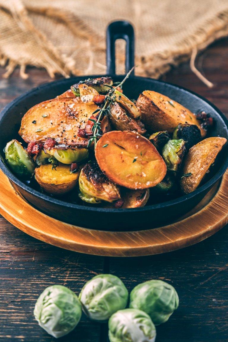 Πατάτες baby με λαχανάκια Βρυξελλών & μπέικον