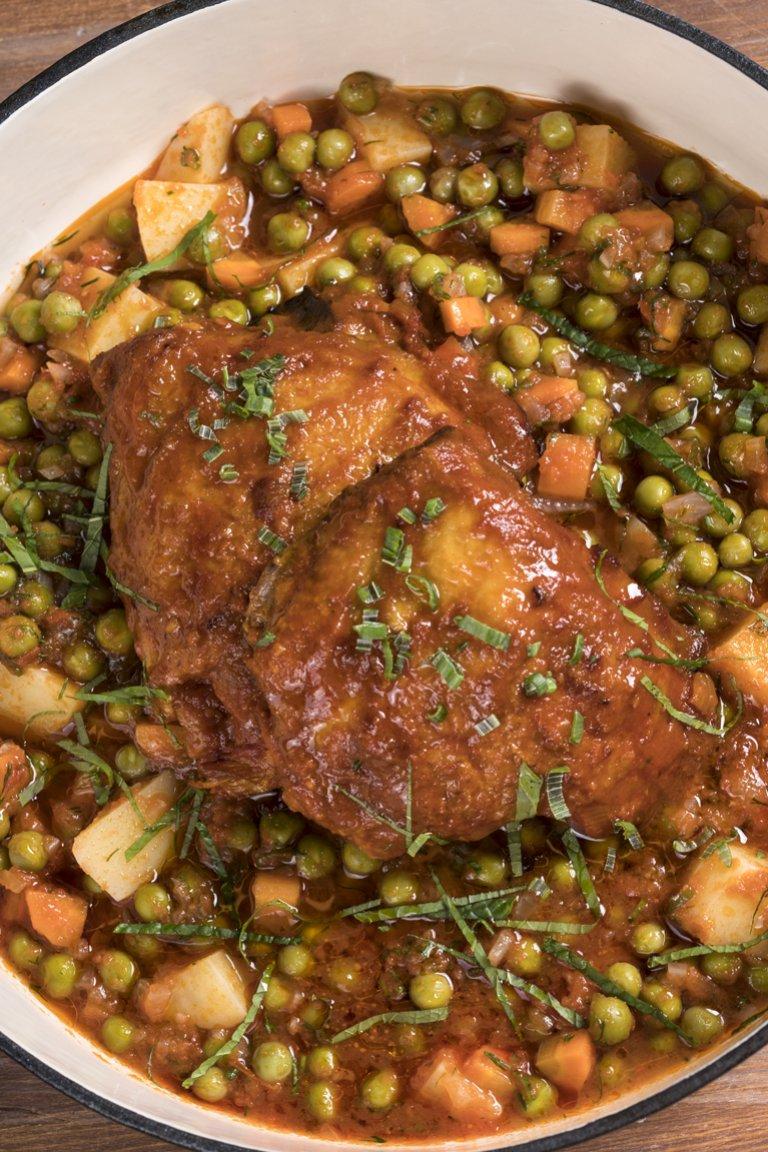 Κοτόπουλο με αρακά στην κατσαρόλα