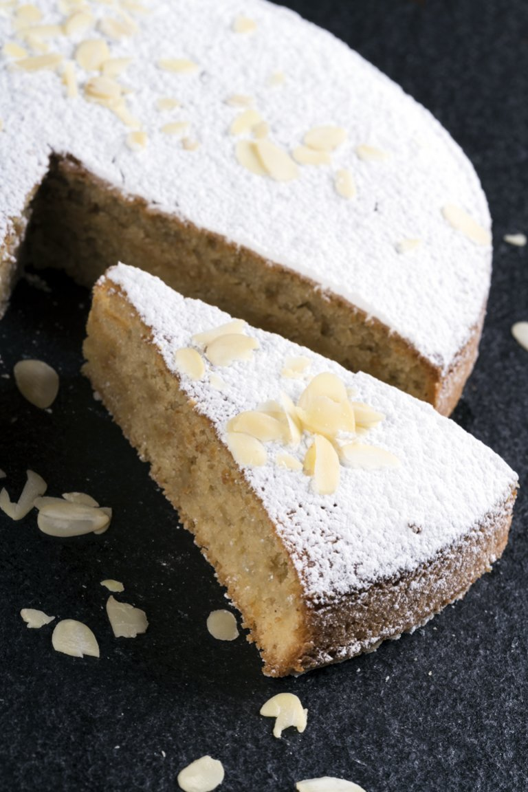 Κέικ αμυγδάλου με καρύδα