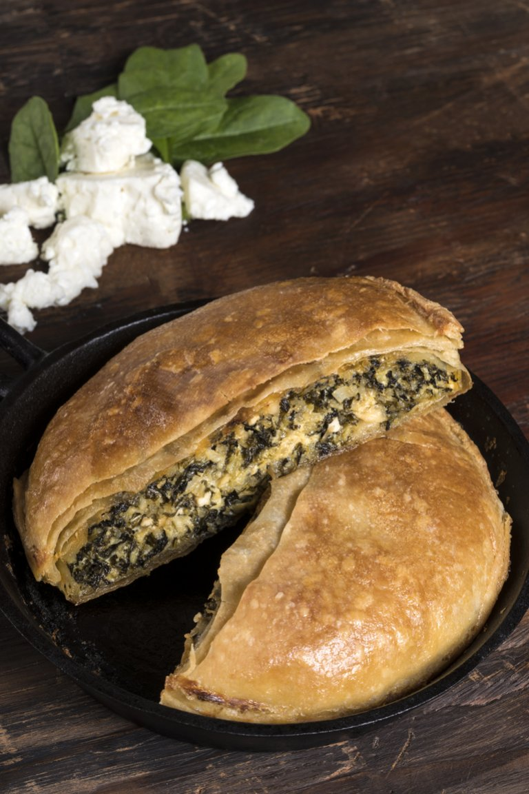 Σπανακόπιτα με kale, ανθότυρο και quinoa