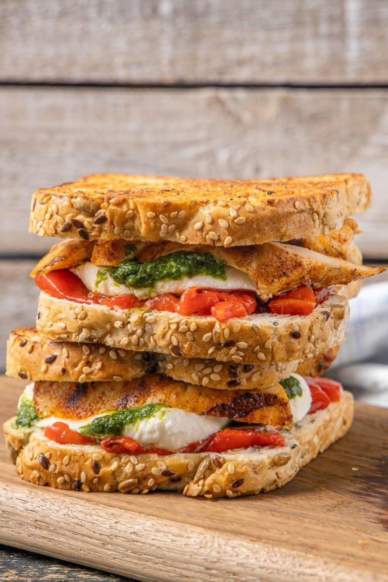 Sandwich με ψωμί Χωριανό Παπαδοπούλου, κοτόπουλο, μοτσαρέλα