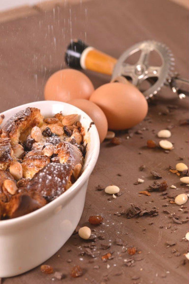 Γιορτινή πουτίγκα σοκολάτας, με άρωμα από ρούμι