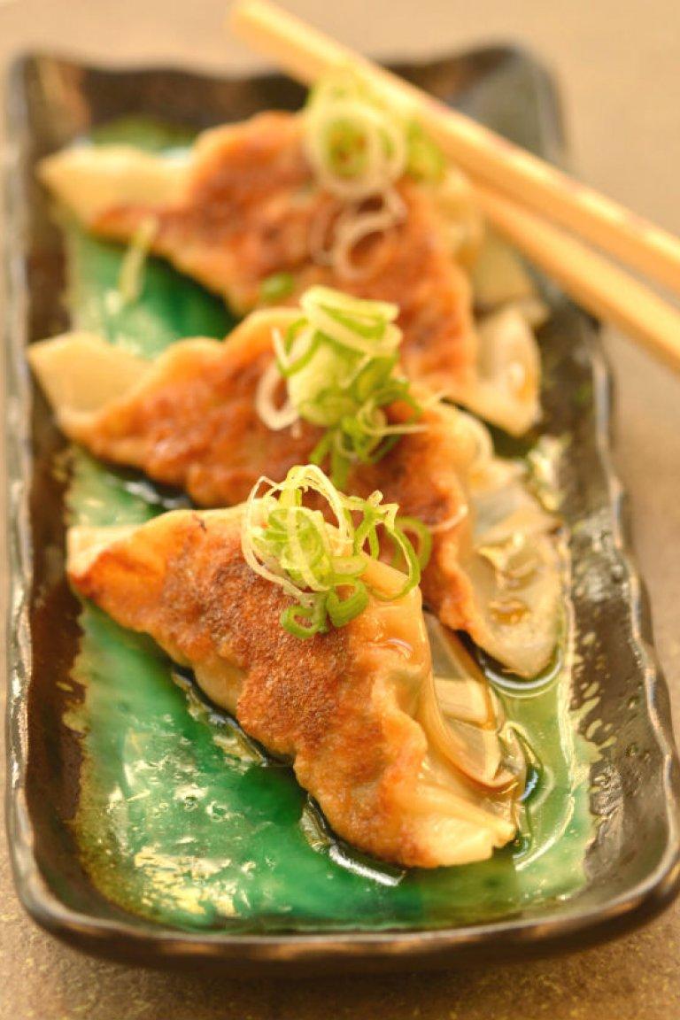 Gyoza με γαρίδες και κοτόπουλο και σάλτσα ponzu