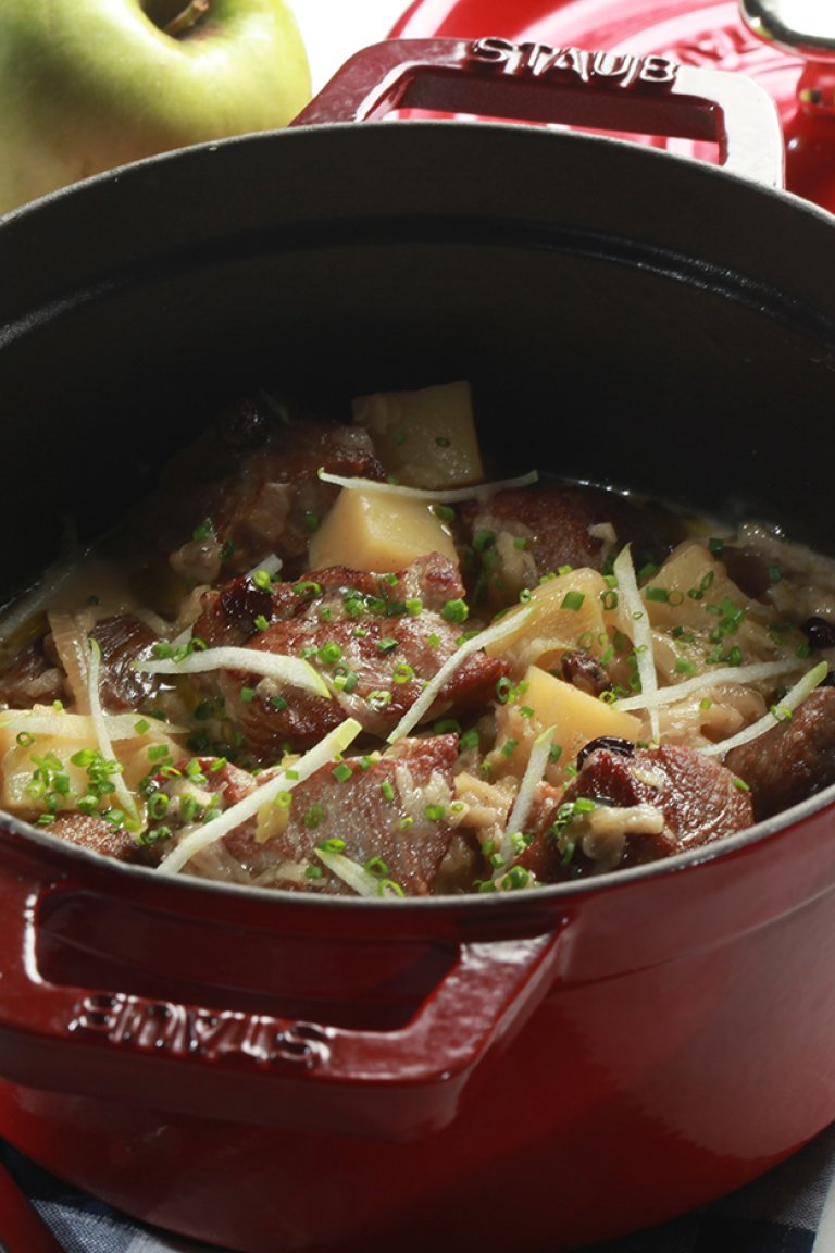 Pork casserole with onions, potatoes and green apple