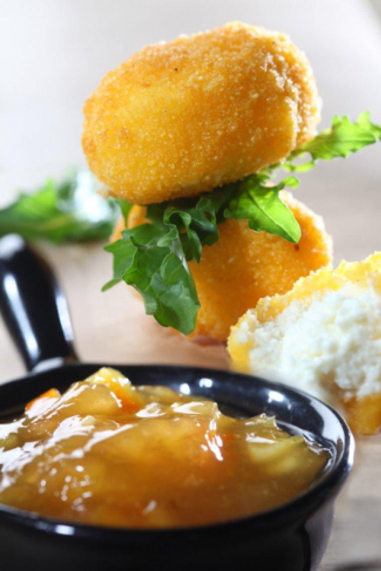 Κροκέτες με τυριά & σάλτσα πορτοκάλι-κύμινο