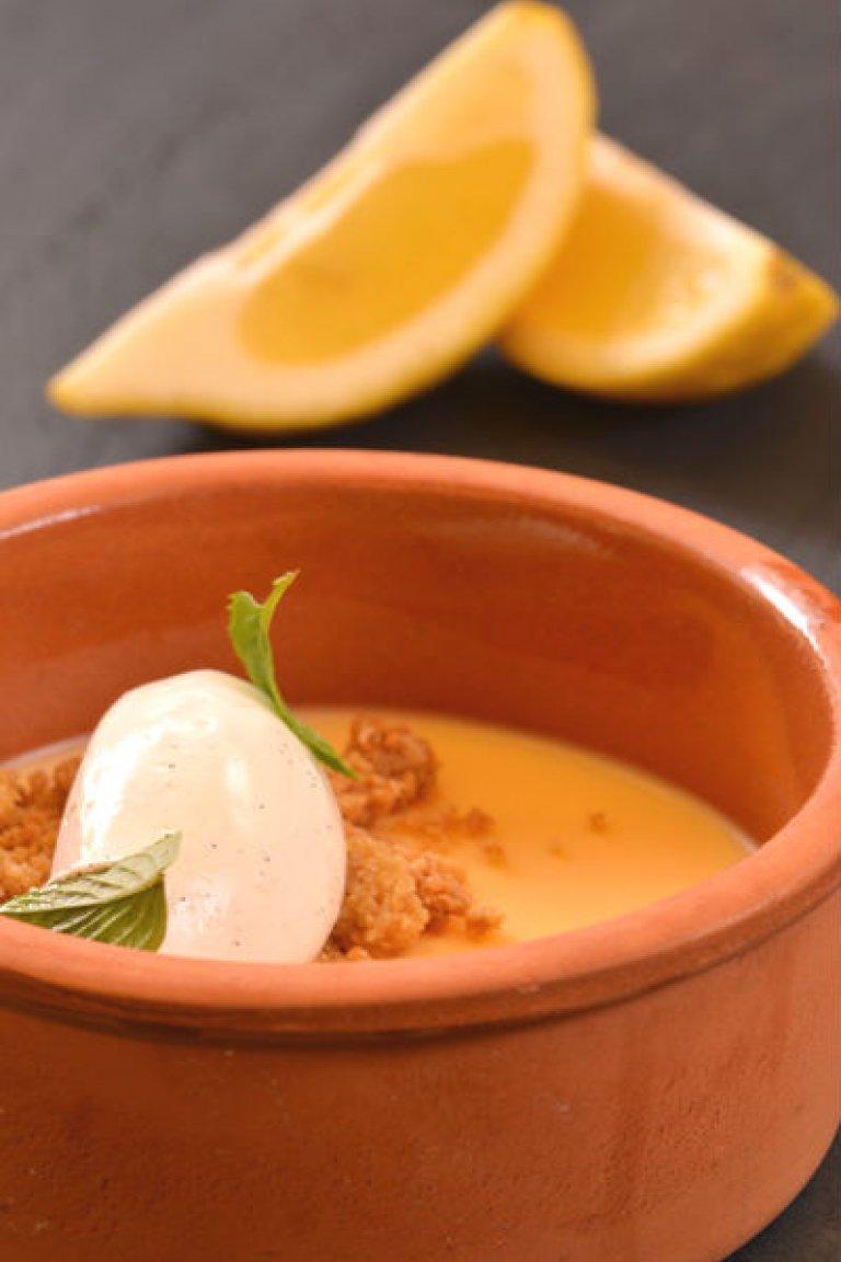Ψημένη κρέμα λεμονιού με crumble αμυγδάλου