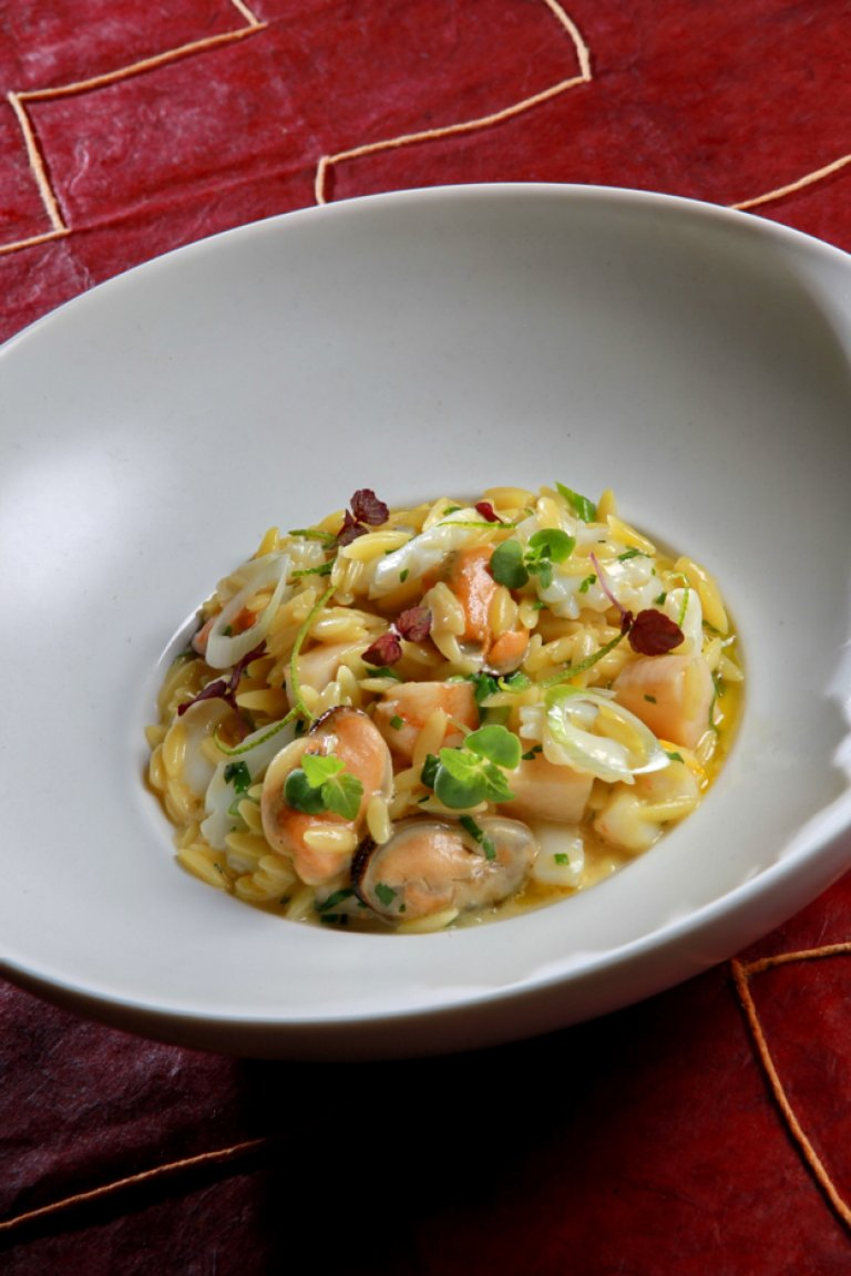 Seafood yiouvetsi with saffron