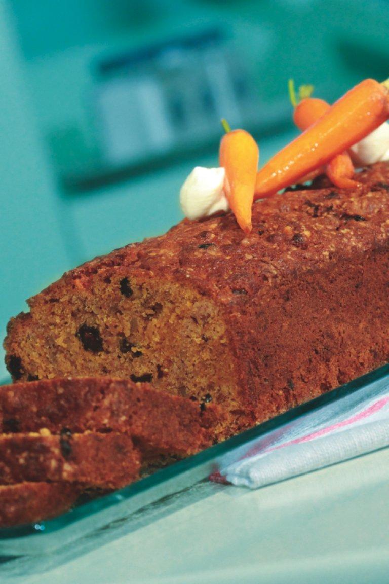 Kέικ καρότο με σταφίδες και κανέλα