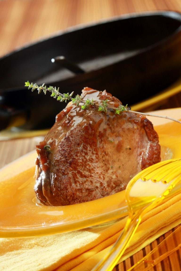 Mοσχαρίσιο φιλέτο με σάλτσα μαυροδάφνη