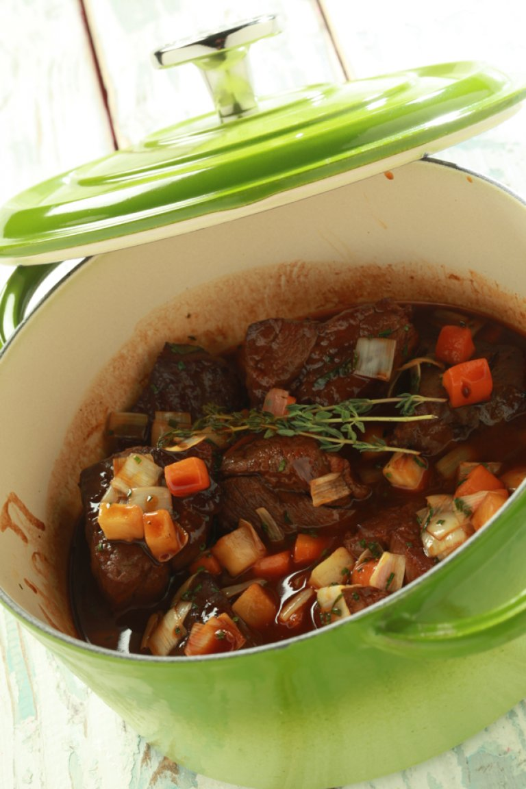 Braised beef with red wine and vegetables